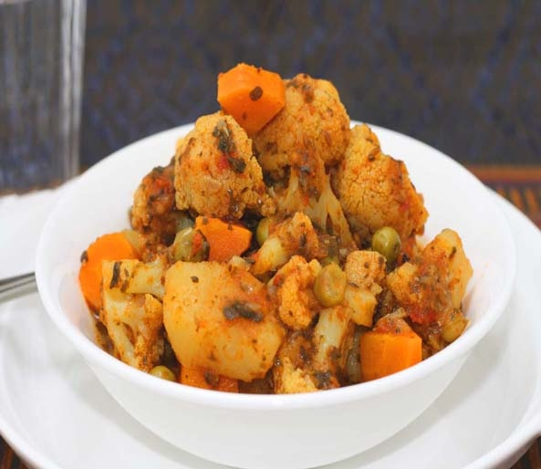 Cauliflower, Carrot and Pea Curry