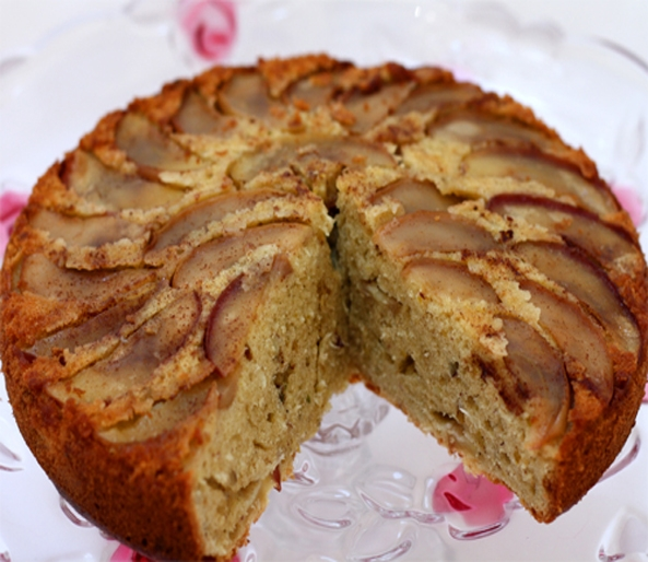 Warm Apple and Nut Cake
